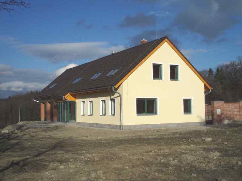 Přesah sedlové střechy